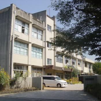 錦ヶ丘中学校